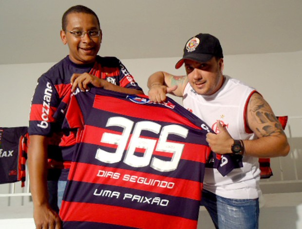 Flamengo - Torcedores com a camisa do documentário - 365 dias