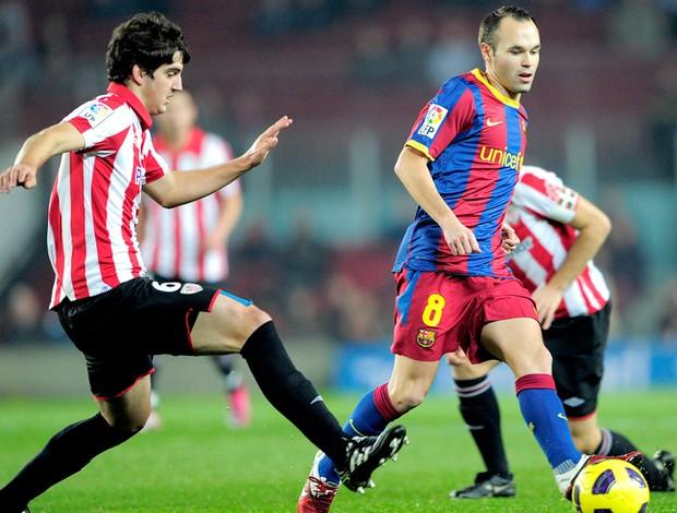 Lance do jogo entre Barcelona e Atlético de Bilbao - Iniesta