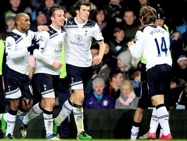Tottenham x Aston Villa - Van der Vaart, Gareth Bale