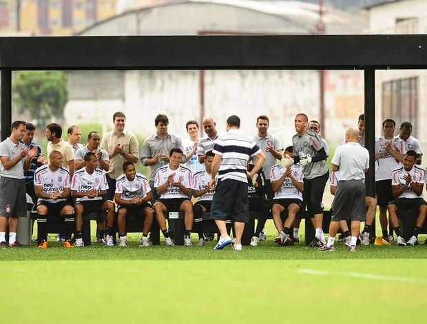 Ronaldo Despedido Aplausos (Foto: Marcos Ribolli/GLOBOESPORTE.COM)