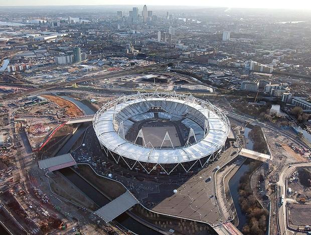 estádio olímpico em obras para Londres 2012 (Foto: EFE)