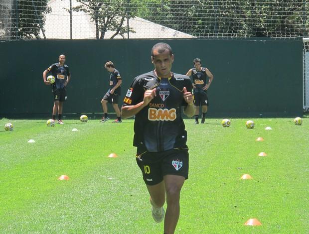 Rivaldo no treino do São Paulo (Foto: Marcelo Prado / GLOBOESPORTE.COM)