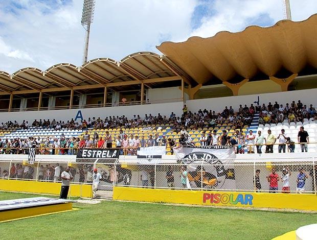 torcedores no treino do Botafogo em Aracajú (Foto: Gustavo Rotstein / GLOBOESPORTE.COM)
