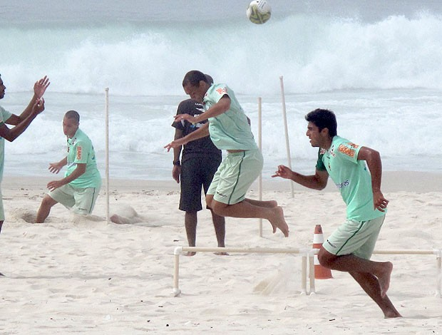 jeferson vasco treino praia (Foto: Fred Huber / Globoesporte.com)