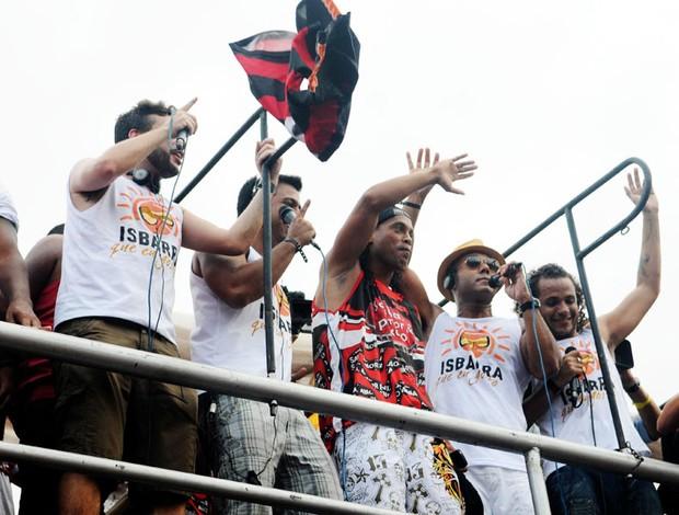 Ronaldinho Gaúcho bloco trio (Foto: André Durão/Globoesporte.com)