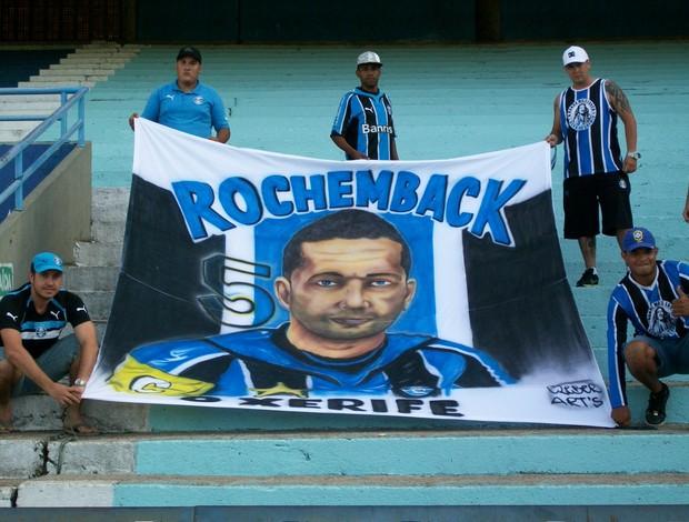 Bandeira em homenagem a Fábio Rochemback, do Grêmio (Foto: Eduardo Cecconi/Globoesporte.com)