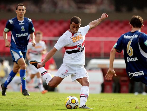 Lucas em ação no jogo contra o Santo André (Foto: Wander Roberto / VIPCOMM)