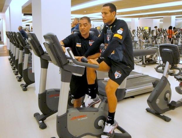Luis Fabiano na bicicleta ergométrica (Foto: Felipe Espíndola / Site oficial do São Paulo FC)