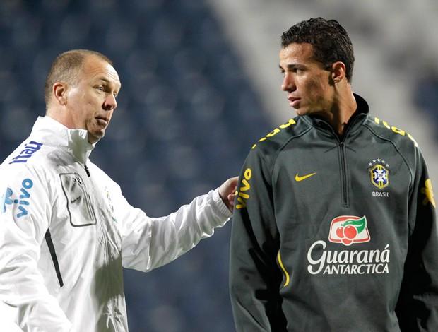 Mano Menezes Leandro Damião treino Seleção (Foto: Mowa Press)