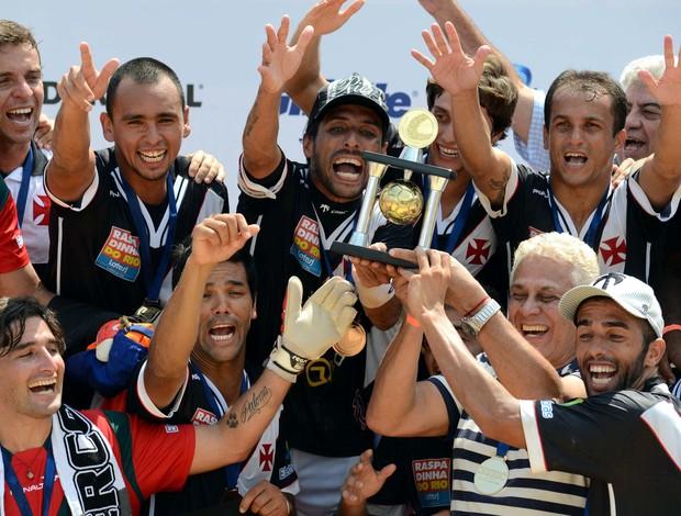 Vasco comemora o título de campeão do Mundialito de Futebol de Areia (Foto: Deco Pires/Divulgação)