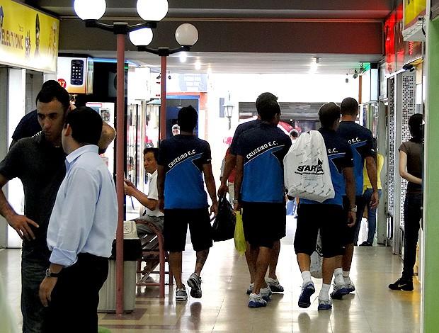 jogadores cruzeiro compras paraguai (Foto: Fernando Martins / Globoesporte.com)