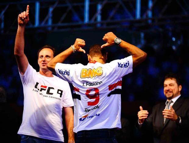 Apresentação Luis Fabiano (Foto: Marcos Ribolli / Globoesporte.com)