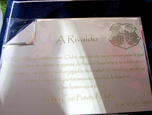 placa rivaldo são paulo Santa cruz (Foto: Marcelo Prado / Globoesporte.com)