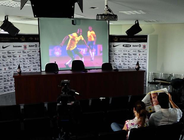 apresentação adriano (Foto: Marcos Ribolli / Globoesporte.com)