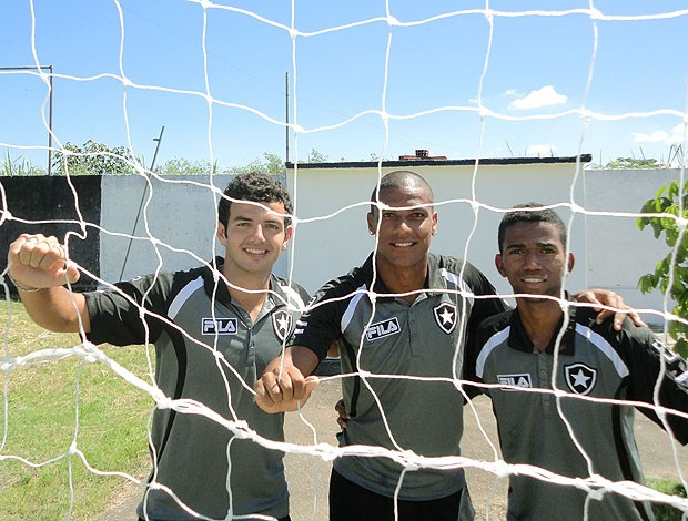 juniores do Botafogo no centro de treinamento (Foto: Mariana Kneipp / GLOBOESPORTE.COM)