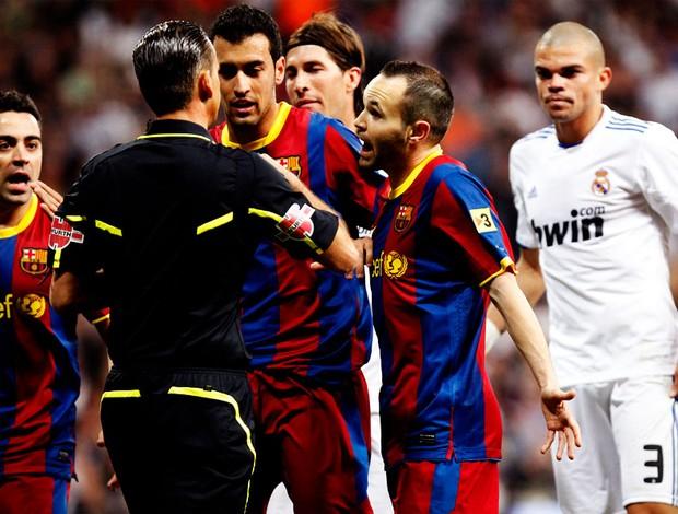 Real MAdrid x Barcelona xavi iniesta (Foto: EFE)