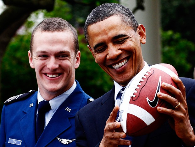 obama futebol americano força aérea (Foto: Reuters)