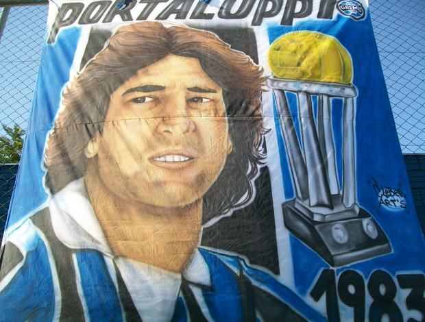Faixa em homenagem a Renato Gaúcho (Foto: Eduardo Cecconi/Globoesporte.com)