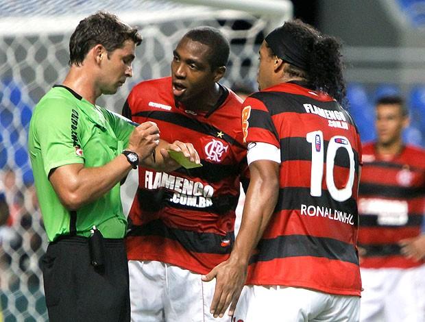 Renato Abreu e Ronaldinho Gaúcho na partida do Flamengo contra o Horizonte (Foto: Futura Press)