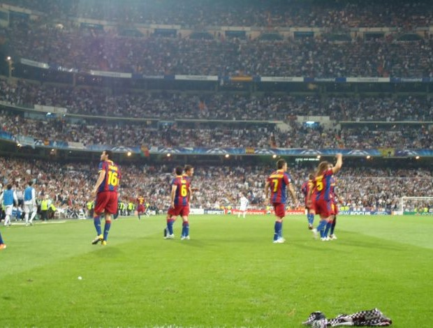 Barcelona comemoração cachecol (Foto: Thiago Dias / Globoesporte.com)