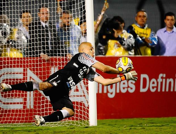 julio cesar corinthians pênalti (Foto: Marcos Ribolli / Globoesporte.com)