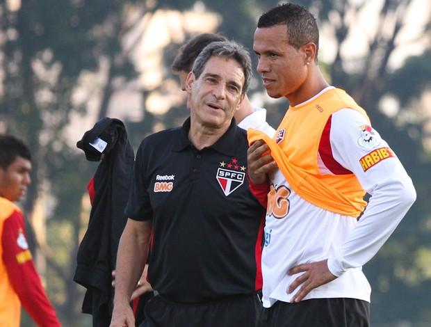 Carpegiani conversa com Luis Fabiano (Foto: Luiz Pires / VIPCOMM)