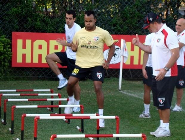 Fernandinho treina no SP (Foto: Site oficial / SPFC.net)