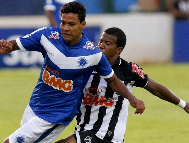 Lance da partida entre Cruzeiro e Atlético-MG, pela final do Mineiro 2011 (Foto: Washington Alves / Vipcomm)