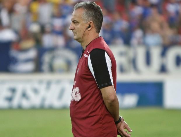 Dorival Júnior observa Atlético-MG em campo no clássico com o Cruzeiro (Foto: Bruno Cantini / Atlético-MG)