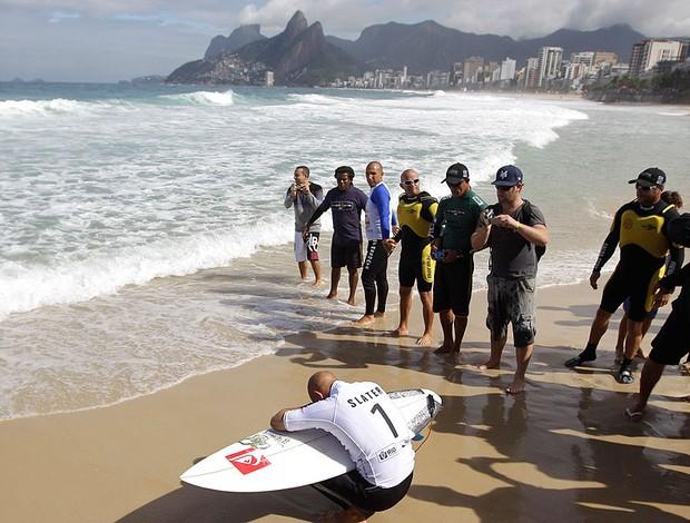 Kelly Slater no Rio Pro de surfe (Foto: AP)