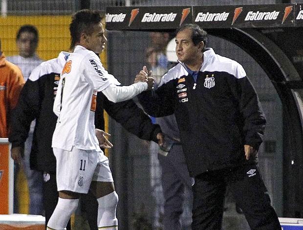 Neymar e Muricy Ramalho na partida do Santos contra o Once Caldas (Foto: AFP)