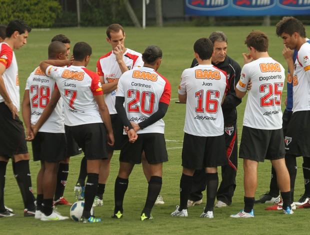 Carpegiani conversa com o time que vai enfrentar o Fluminense (Foto: João Neto / VIPCOMM)