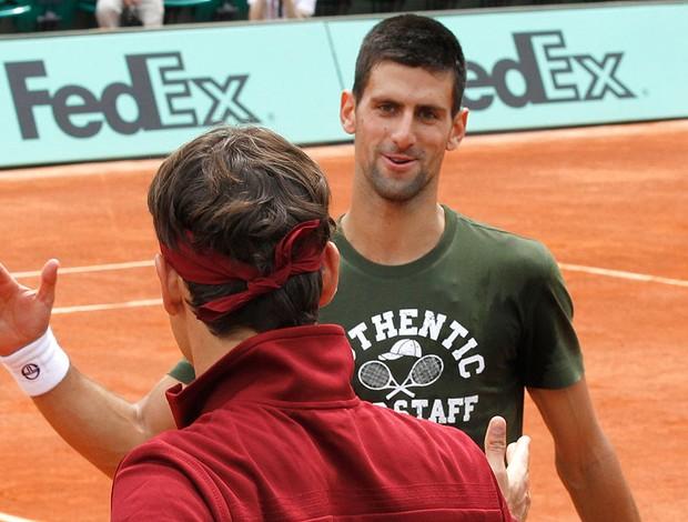 Djokovic e Federer em Roland Garros (Foto: AP)