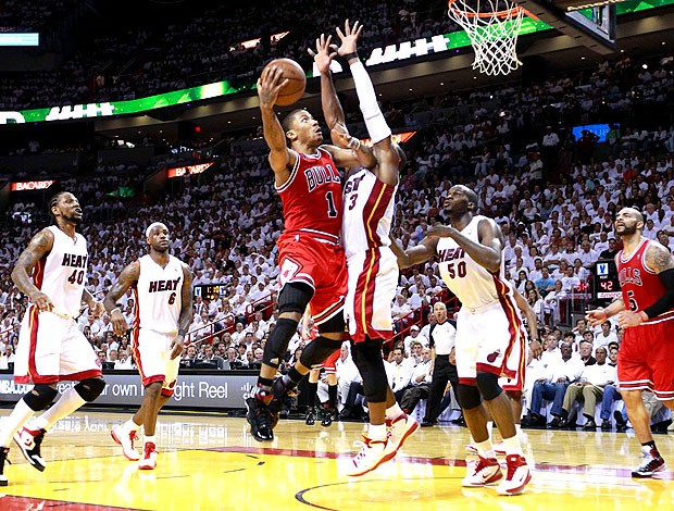 Derrick Rose na partida do Bulls contra o Heat (Foto: Reuters)