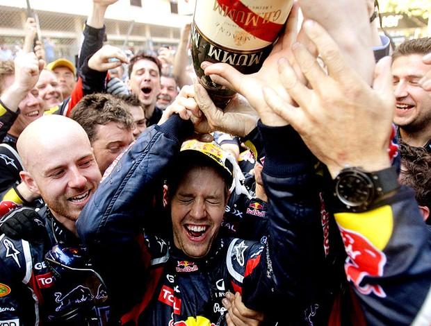 Vettel comemora vitória no GP de Mônaco (Foto: AP)