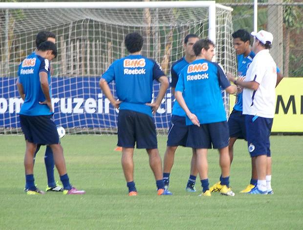 Cuca treino Cruzeiro (Foto: Fernando Martins / Globoesporte.com)