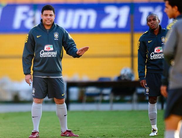 Ronaldo no treino da Seleção (Foto: Marcos Ribolli / GLOBOESPORTE.COM)