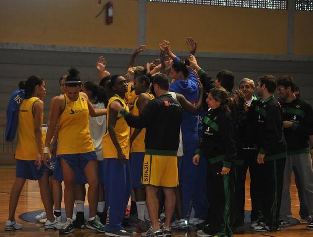 Seleção brasileira feminina basquete treino (Foto: João Gabriel Rodrigues / GLOBOESPORTE.COM)