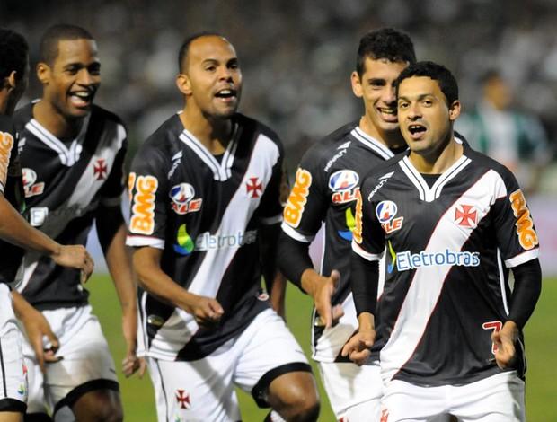 Eder Luis gol Vasco x Coritiba (Foto: André Durão / Globoesporte.com)