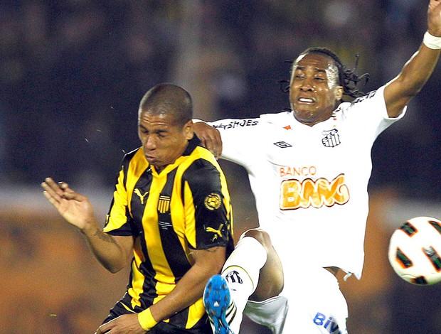 Arouca na partida do Peñarol contra o Santos na final (Foto: AP)