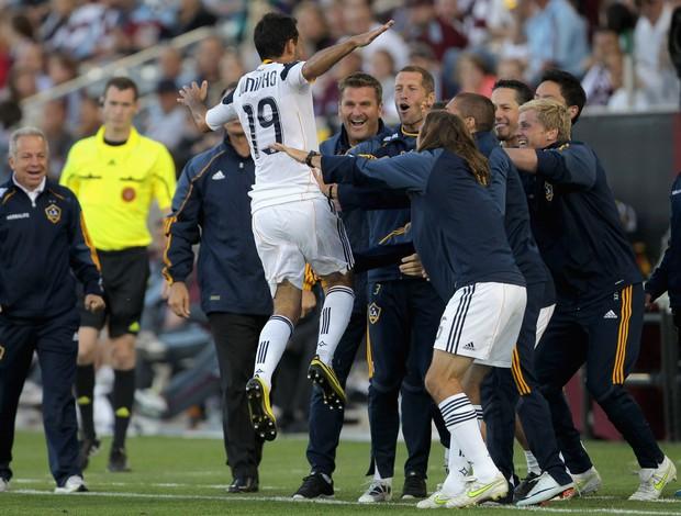 Juninho comemora golaço (Foto: Getty Images)