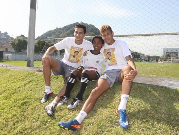 Представляют новую форму сборной Бразилии.  Гансо и Неймар в...