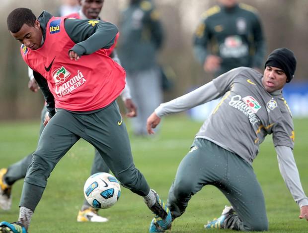 Lucas no treino da Seleção (Foto: Mowa Press)