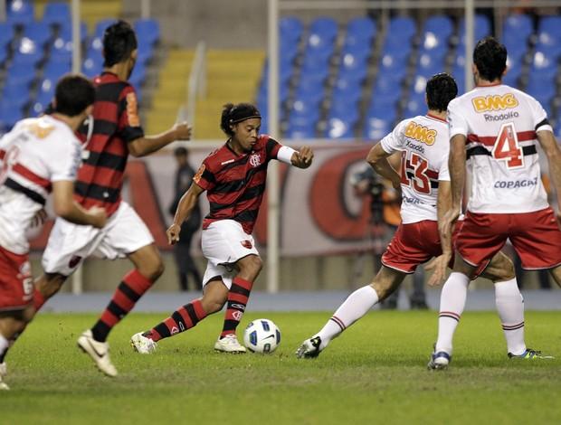 Ronaldinho em ação na partida contra o São Paulo (Foto: VIpcomm)