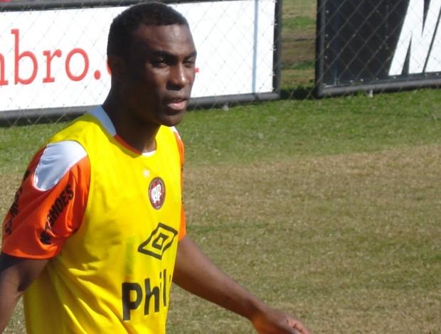 Guerrón no CT do Caju (Foto: Fernando Freire/Globoesporte.com)