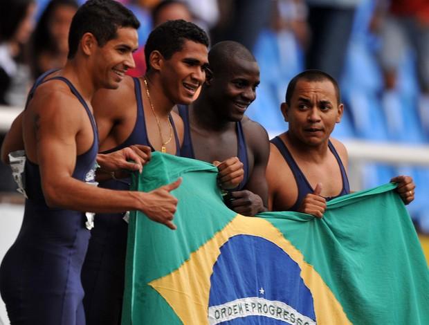 atletismo ouro masculino rezamento 4x100 jogos mundiais militares (Foto: Dhavid Normando / Photocamera)