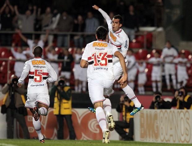 Rhodolfo comemora o gol marcado no Morumbi (Foto: Wander Roberto / VIPCOMM)