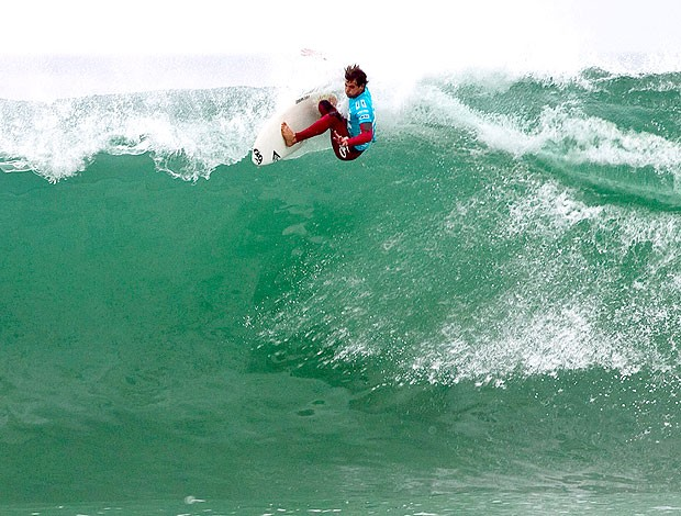 Alejo Muniz no campeonato de surfe na África do Sul  (Foto: AP)