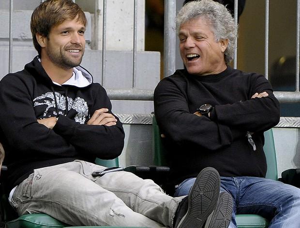 diego wolfsburg ao lado de seu pai djair da cunha amistoso com o villarreal (Foto: Agência EFE)