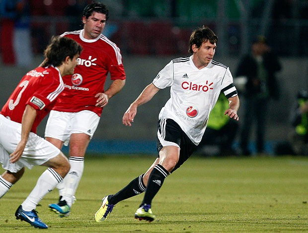 Messi durante amistoso no Chile (Foto: AP)
